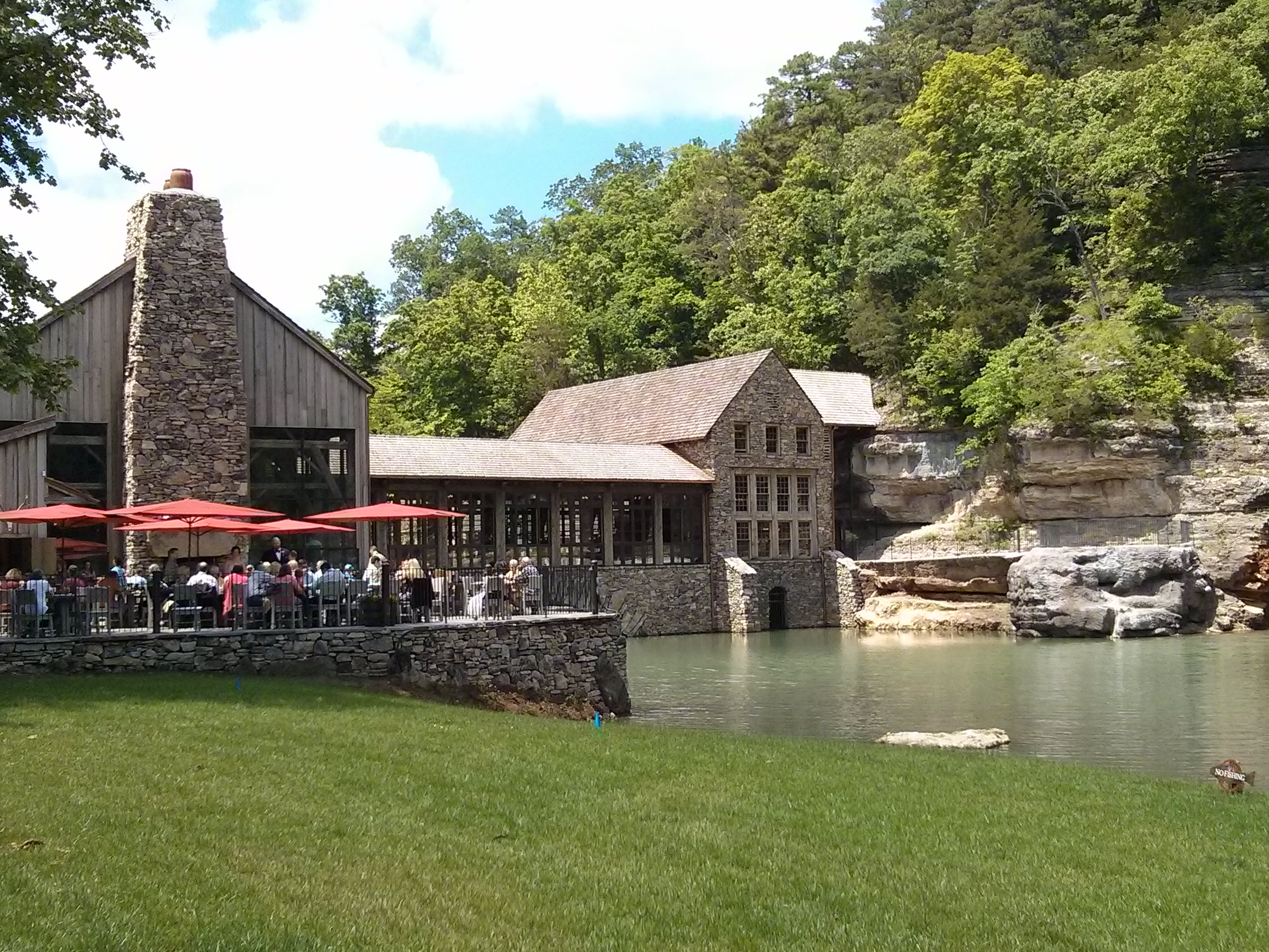 Perfect views in dogwood canyon for Dogwood canyon
